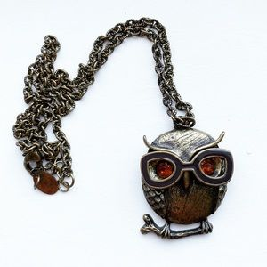 Chic brassy owl in glasses pendant necklace